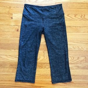 LULULEMON Gather & Crow Crop Static Grey Size 8